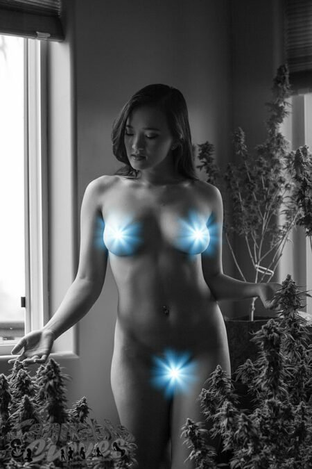Raven-Lynette-Cannabis-And-Curves-Session-004-BW-148-tease